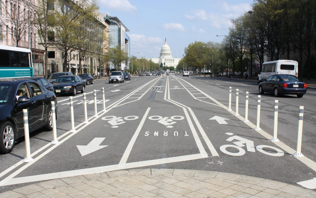 A view of the US Capitol Building along the Downtown Bike Lane Pennsylvania Avenue Corridor at 7th Street, NW, Washington DC. Photo by Elvert Barnes from pedbikeimages.org